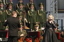 Dvouhodinový koncert si na Horáckém zimním stadionu se zaujetím sledovala zaplněná hokejová hala. Místa k sezení byla beznadějně vypradaná už několik dní před vystoupením.