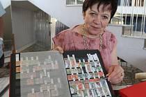 Ke sbírání známek Zdenku Schleisovou přivedl její manžel.