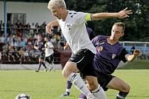 Pouze čtyři týmy nastřílely v šestnácti divizních zápasech víc gólů než Pelhřimov. Úlohu střelce má v týmu i Daniel Krtek (v bílém dresu).