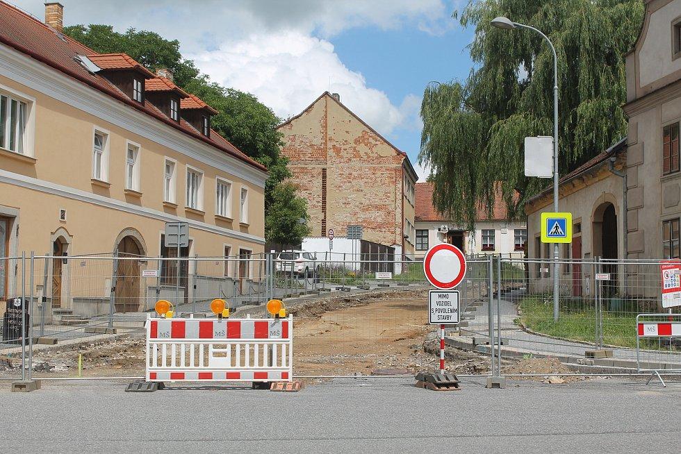 V Telči se  aktuálně pracuje na několika místech.