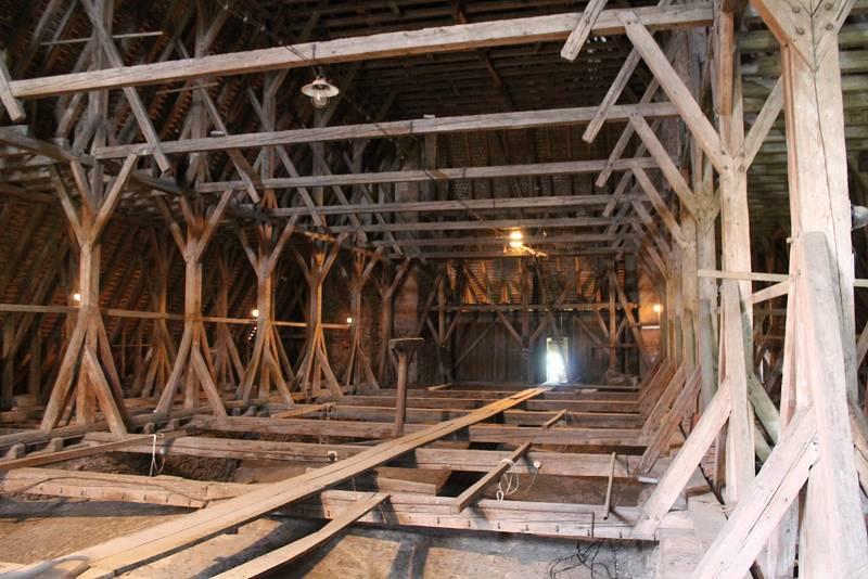 Po několika letech neúspěšného snažení se Královské kanonii premonstrátů na Strahově povedlo zahájit opravu krovů a střešních krytin na jihlavském kostele svatého Jakuba.