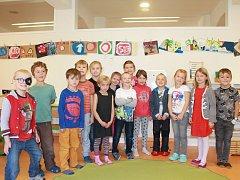 Na fotografii jsou žáci 1. ročníku Základní školy ScioŠkola v Jihlavě pod vedením třídní učitelky Martiny Pospíšilové. V letošním roce nastoupilo do 1. ročníku 14 žáků. Příště představíme prvňáky ze Základní školy Stonařov.