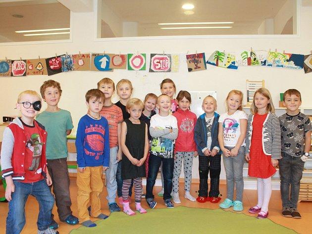 Na fotografii jsou žáci 1.ročníku Základní školy ScioŠkola vJihlavě pod vedením třídní učitelky Martiny Pospíšilové. Vletošním roce nastoupilo do 1.ročníku 14žáků. Příště představíme prvňáky ze Základní školy Stonařov.
