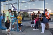 Spousta lidí, kteří mají letenky do Egypta či Tuniska již zakoupené, se rozhodla, že dovolenou odloží.