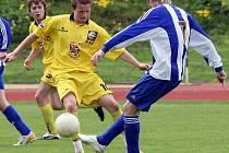 Záloha starších dorostenců FC Vysočina (u míče Jan Kopic) se rozloučila s úspěšnou sezonou prohrou.