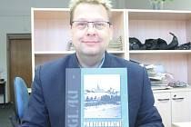 Zpět do historie. Publikaci Protektorátní Jihlava Jiřího Vybíhala (na snímku) čtenáři najdou fotografie, které ještě nikde předtím nebyly publikované.