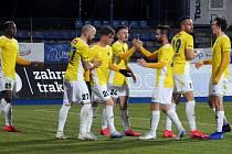 První jarní gól Jihlavy i celé FORTUNA:NÁRODNÍ LIGY vstřelil v duelu FC Vysočina Jihlava - FK Fotbal Třinec Jakub Rezek (s číslem 20 třetí zleva).