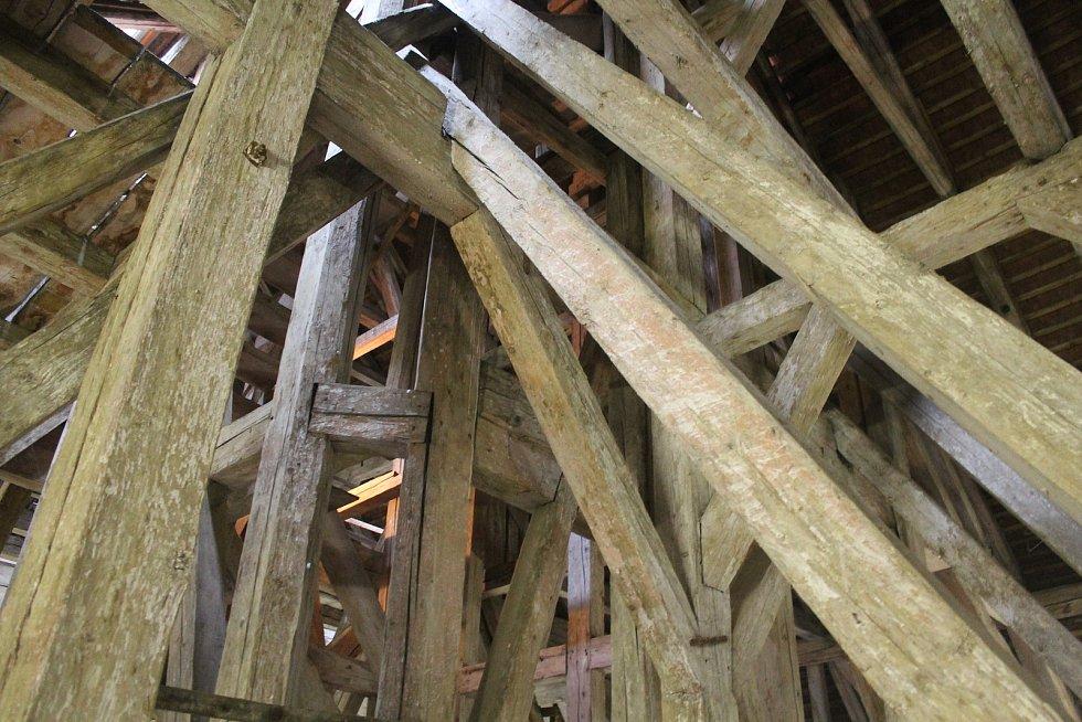 Radnice umožnila prohlídku půdy pod střechou radnice.