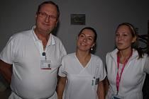V jihlavské nemocnici nyní potkáte mediky z Lékařské fakulty Masarykovy univerzity v Brně. Tento týden to je také Petra Nevoralová z Blanska (na snímku uprostřed).