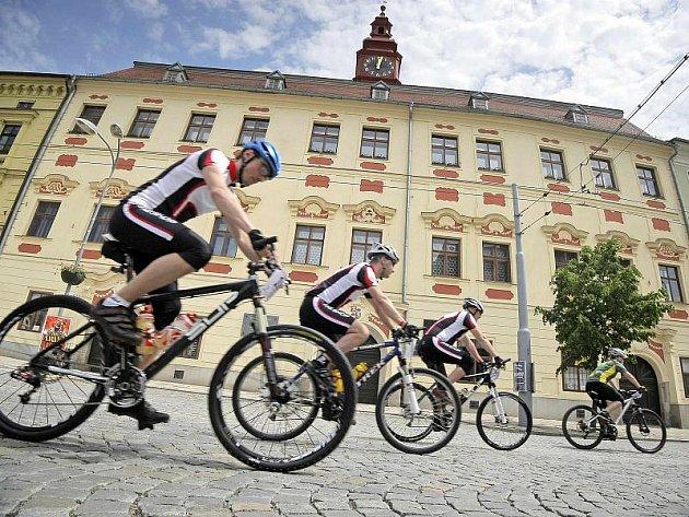 Přestože Jihlavskou 24mtb čeká teprve druhý ročník, stane se největší cyklistickou akcí svého druhu v republice. Na prestiži zapracovala už v prvním povedeném ročníku.