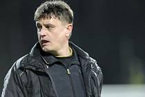 """Jihlavský kouč Josef Vrzáček ví, že už v sobotu se může boj FC Vysočina o první ligu změnit v neúspěšnou misi. """"Není mi dobře po těle,"""" přiznává."""