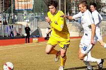 Zápas dvou aspirantů na postup do první ligy  fotbalově nenadchl, po bezbrankové remíze si jihlavský FC Vysočina (ve žlutém útočník Tomáš Sedláček)  odvezl z Ústí bod.