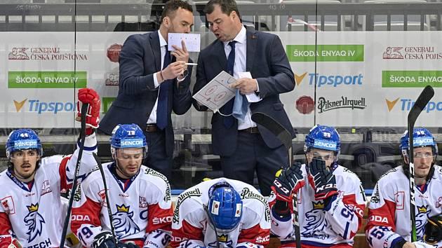 Trenér Telče Josef Prášek svým kolegům na střídačce reprezentačního výběru věří a fandí. Hra českého týmu se mu velmi zamlouvá.