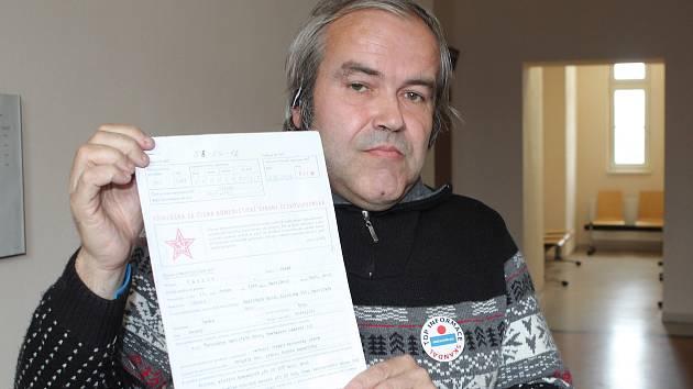 Miroslav Mareš u čtvrtečního soudu ukazoval dokumenty, které získalv havlíčkobrodském státním archivu.