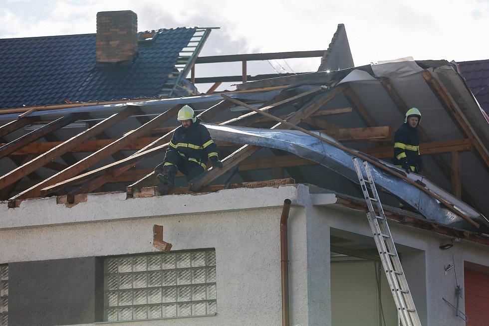 Vichřice Sabine poškodila v pondělí 10. února 2020 několik střech v Rohozné na Jihlavsku.