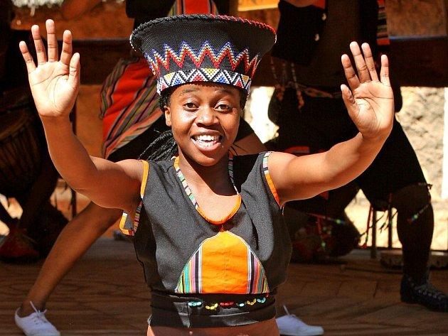 Vystoupení tanečního souboru IYASA ze Zimbabwe v jihlavské ZOO.