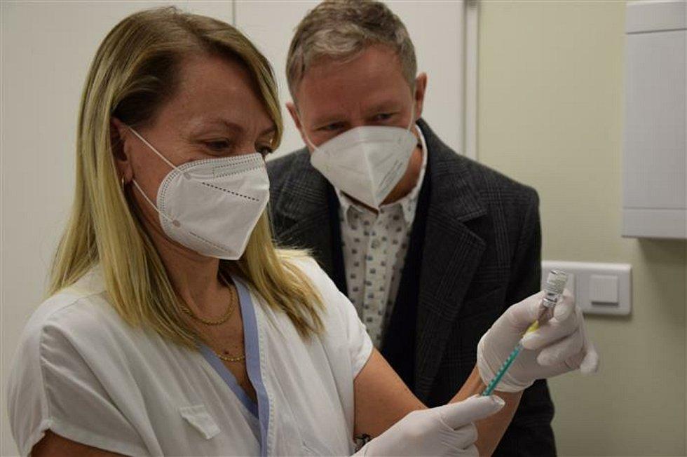 Na Vysočině začalo očkování seniorů starších 80 let.