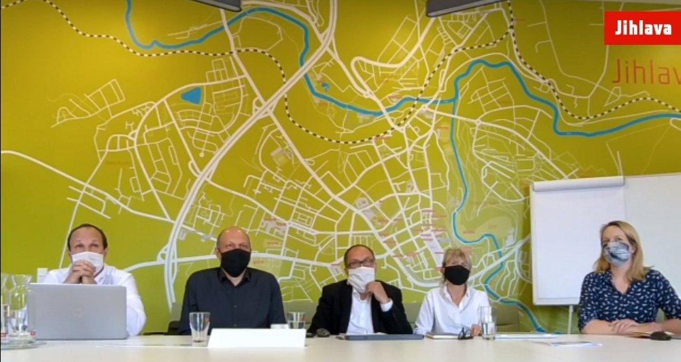 Studii revitalizae Masarykova náměstí prezentovalo město přes facebook.