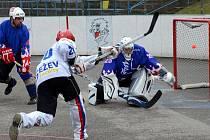 Gól. Jihlavští hokejbalisté zacílili v posledním utkání proti Novému Strašecí přesně devětkrát. Vysokou výhrou také ukončili osmifinálovou sérii. Teď se již připravují na druhé kolo play-off, ve kterém změří síly s Přeloučí.