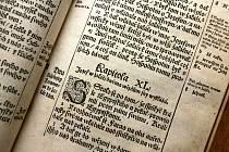 Výstava historických vazeb bible a školních výukových obrázků s biblickou tematikou z 19. století je otevřena od 27. prosince do 6. ledna denně kromě pondělí od 13 do 17 hodin na polenském zámku. Ilustrační foto.