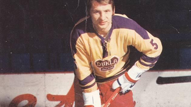 Bývalý útočník Dukly Jihlava Jaroslav Holík byl během své hráčské a trenérské kariéry u jedenácti z dvanácti mistrovských titulů klubu.