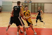 Basketbalové utkání mezi BC Vysočina a Královští sokoli.
