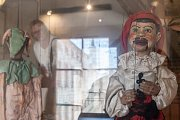 Výstava kašpárků (loutek) z celého světa v Bráně Matky Boží v Jihlavě.