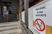 Protikuřáckému zákonu se kromě restaurací, kaváren a barů, musí přizpůsobit také nemocnice a další zdravotnická zařízení.