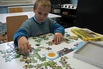 Děti soutěžily ve skládání puzzle.