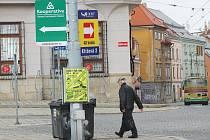 Přímo v horní části jihlavského Masarykova náměstí je na jednom sloupu hned několik reklam. Na okrajích města už takový zájem ale není.