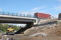 Oprava mostu si vyžádala uzavření cyklostezky, o prázdninách by ale měla být průjezdná.