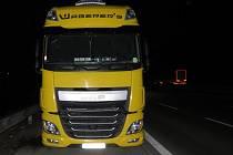 Nevhodně zaparkované kamiony na dálnici D1.