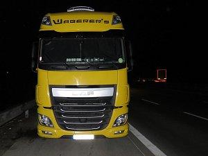 Řidiči kamionů dostali pokuty za parkování