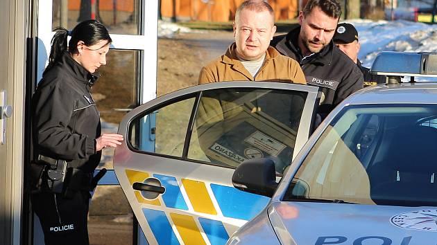Soud poslal do vazby Litevce, který ujížděl policii v kradeném autě