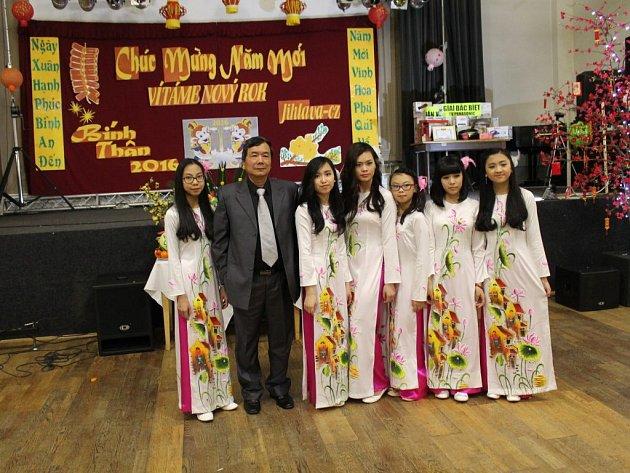 Vietnamská oslava nového roku v Jihlavě.