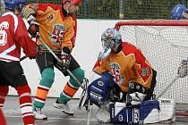 Hokejbalisté SK Jihlava v domácím dvojkole neklopýtli. Nejdříve smetli Sokol Poruba 8:1, o den později porazili Třinec, který na gólmana Procházku vyzrál teké pouze jednou.