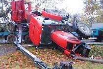 Jen za letošek evidují hasiči v kraji už 347 událostí, při nichž museli řešit únik nebezpečných látek. Během pondělního dne likvidovali na silnici u obce Koberovice na Pelhřimovsku sto šedesát litrů nafty, která vytekla z převráceného traktoru.