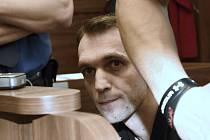 U soudu. David Virgulák tvrdí, že s vraždami trojice taxikářů nemá nic společného.