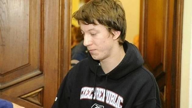 Za napomáhání s odklízením těla mrtvé patnáctileté dívky z Jihlavska byl odsouzen Doležal na čtyři roky ve vězení.