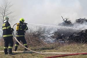 Hašení požáru u Ždánic na Havlíčkobrodsku