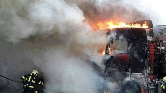Na dálnici hořelo nákladní auto. Škoda je asi pět set tisíc korun