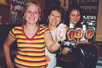 Dobré pohoštění. Děvčata z pivovaru ve Vojkovicích nešetřila správnou mírou.