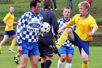19. minuta nedělního utkání Luk s Měřínem byla osudnou pro Michala Brnického (vpravo), který musel odstoupit kvůli přetrženým kolenním vazům. Pro kouče Luk Davida Votavu to je velice citelná ztráta.