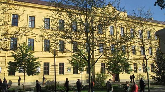 Budova jihlavského gymnázia.