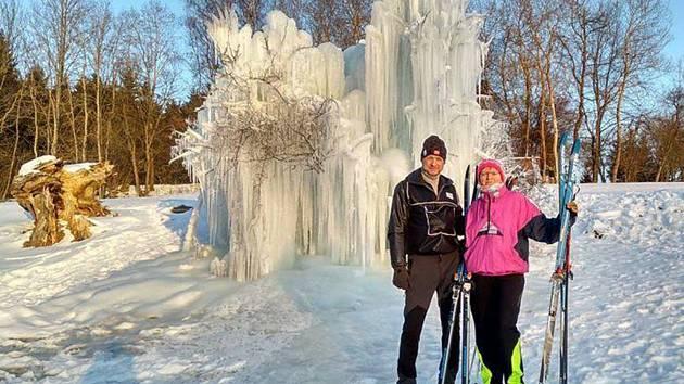 S ledovými útvary na Jihlavsku se v posledních letech roztrhl pytel. V Řídelově mají jeden nedaleko místního kulturního domu, už přilákal celou řadu turistů.