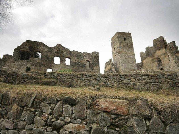 Do areálu jediné zříceniny na Jihlavsku chtějí Brtničtí nalákat co nejvíce turistů. Na Rokštejně by se tak časem mohly konat koncerty nebo šermířské souboje.