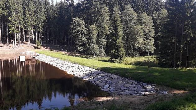 Obnovená vodní nádrž Vrchní na Jihlavsku.