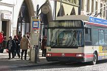 Minulý rok dopravní podnik přepravil téměř stejný počet cestujících jako v roce 2009.