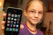 Dnešní mobilní telefony nabízí možnost pořízení kvalitních fotografií. Někdy pak mobil může pomoci i tehdy, pokud se třeba podaří nafotit trestný čin. Případ, který řešil jihlavský magistrát, má ale dohru, neboť v něm došlo ke zvratu. Ilustrační foto.
