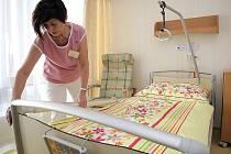 Před dvěma týdny byl slavnostně předán nový domov pro seniory ve Velkém Meziříčí. V sedmapadesáti pokojích může bydlet více než devadesát lidí.